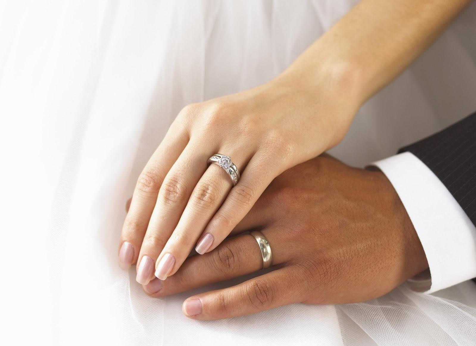 Кольцо на левой руке