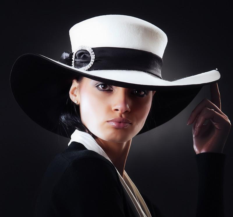 Широкополая шляпка